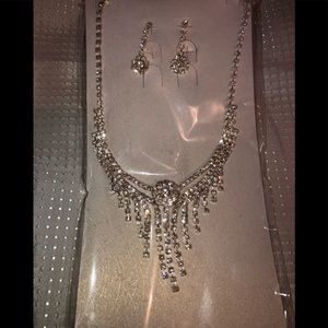 Beautiful statement necklace set